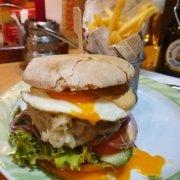 Eckstein-Restaurant-Eimsbüttel-Burger-Steaks-Fisch-Hamburger-mit-Spiegelei