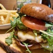 Eckstein-Restaurant-Eimsbüttel-Burger-Steaks-Fisch-Mozarella-Burger