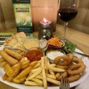 Eckstein-Restaurant-Eimsbüttel-Burger-Steaks-Fisch-Mozzarella-Sticks-Onion-Rings